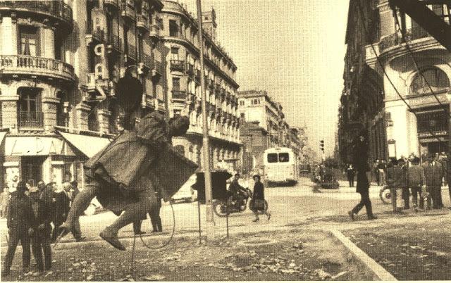 Traslado de la estatua a la Plaza Isabel la Católica | Fuente: Las Tres Granada